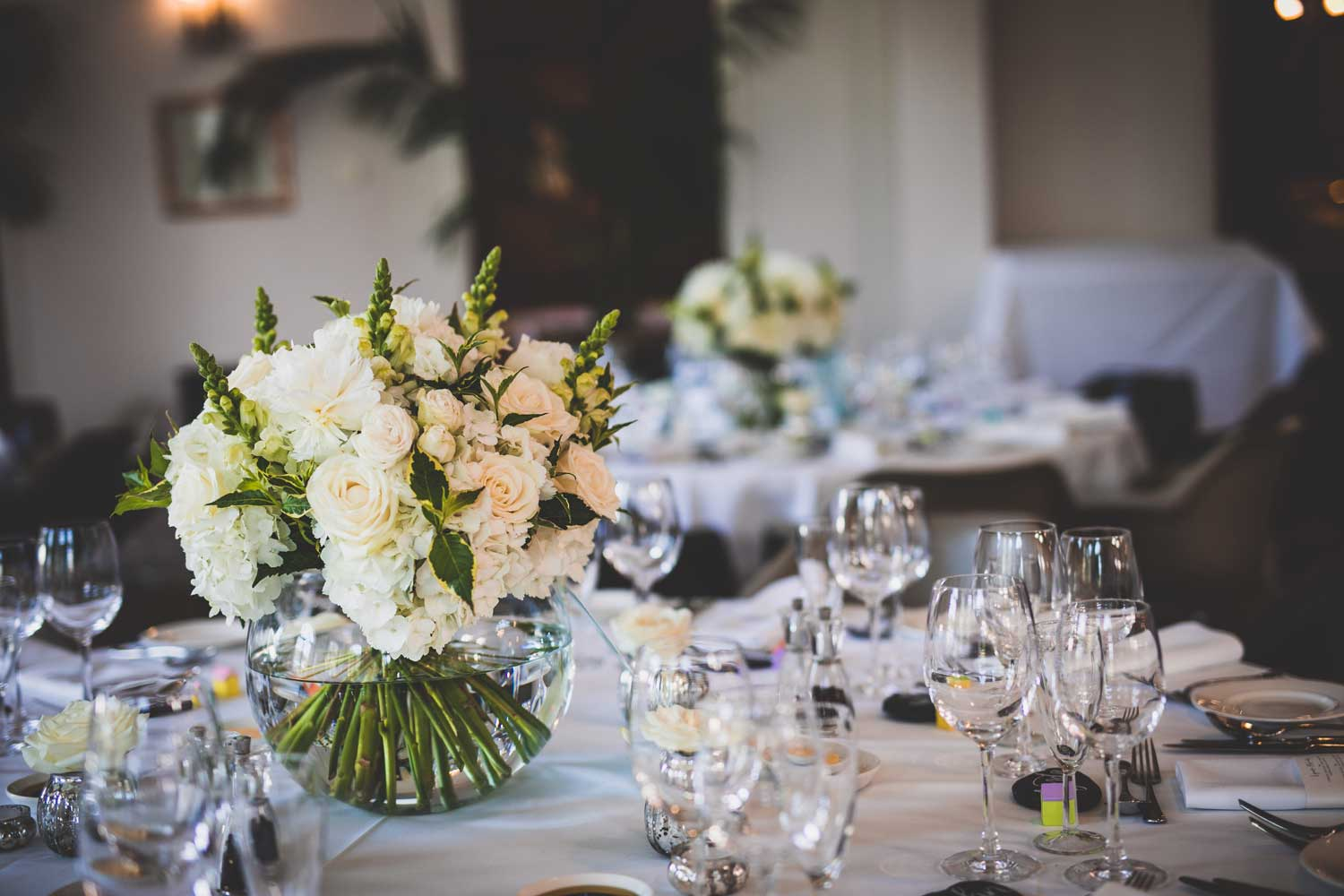 Classic-modern-wedding-with-white-and-greeen-flowers-and-glassware